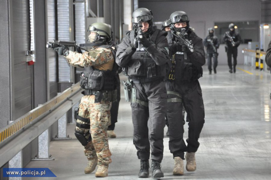 Stopień ALFA jest najniższym z czterech stopni alarmowych określonych w ustawie o działaniach antyterrorystycznych (zdjęcie ilustracyjne) /policja.pl /