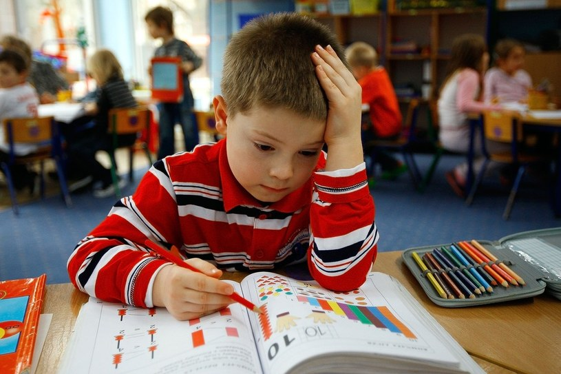Stopniowe obniżanie wieku obowiązku szkolnego rozpoczęto w 2009 roku. /Leszek Zych /Reporter