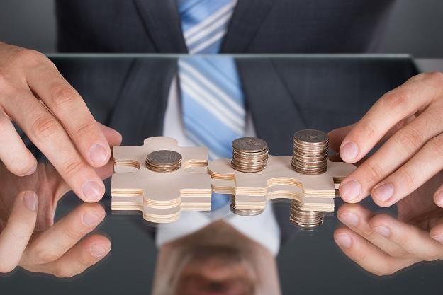 Stopy w dół, prowizje w górę. Kredytobiorcy nie zaoszczędzą tyle, ile by mogli /©123RF/PICSEL