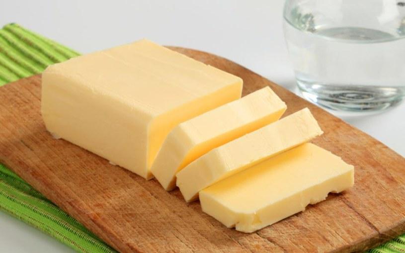 Stosowanie masła na oparzenia /© Photogenica