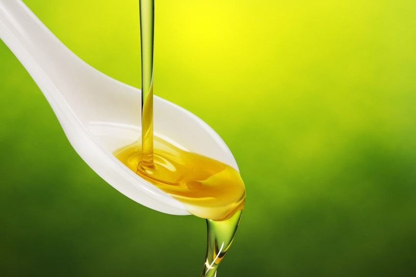 Stosuj olejek doustnie /©123RF/PICSEL