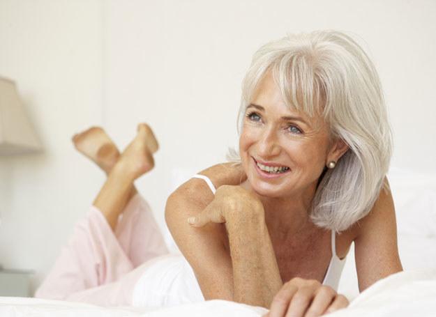 Stosuj tzw. aktywne preparaty, które zapobiegają wiotczeniu skóry i opadaniu owalu /© Panthermedia