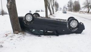 Stracił panowanie nad autem i dachował