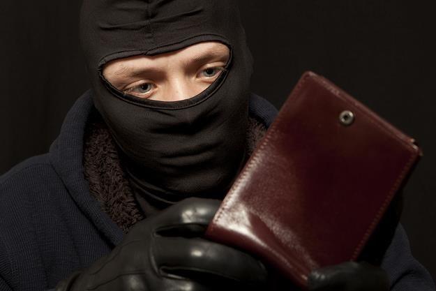Straciłeś dowód? Strzeż się oszusta! /©123RF/PICSEL