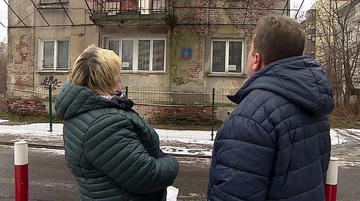 Stracili dom. Drzwi i okna zabito płytami... /Polsat News