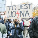 """Strajk kobiet: """"Osiem gwiazd (wojna)"""" podbija sieć. Kim jest Karol Krupiak?"""