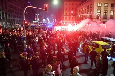 Strajk Kobiet: Policja użyła gazu wobec protestujących na placu Powstańców Warszawy