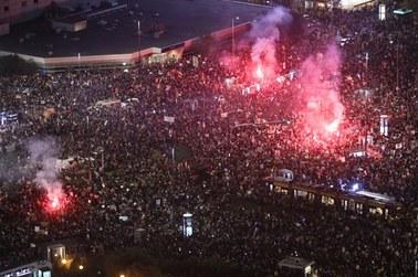 Strajk Kobiet. Zamieszki w Warszawie. Ataki na protestujących, ponad 30 osób zatrzymanych