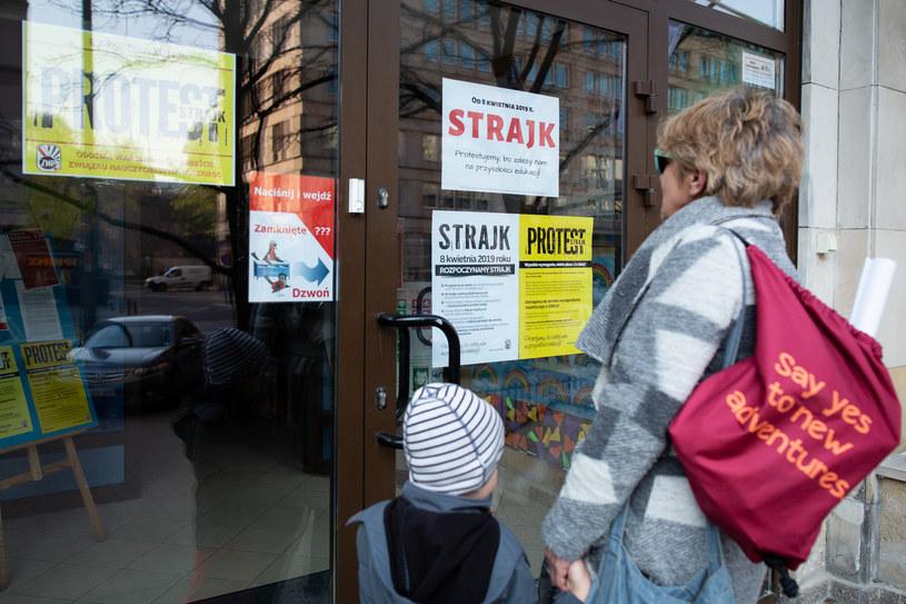 Strajk w jednym z warszawskich przedszkoli /Mateusz Wlodarczyk /Agencja FORUM