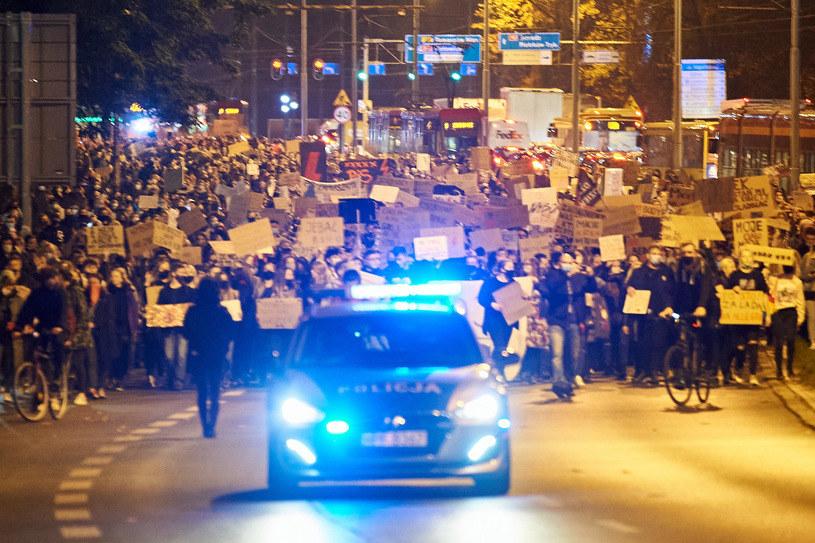 Strajki trwają w całej Polce. Na zdjęciu protestujący w Łodzi /Łukasz Szeląg /Agencja FORUM