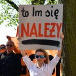 Strajkujący nauczyciele mogą liczyć na zapomogę, ale nie na pensję
