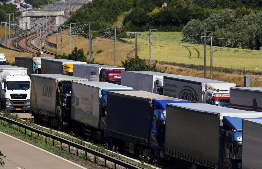 Strajkujący pracownicy promów znów blokują port w Calais /Gareth Fuller    /PAP/EPA