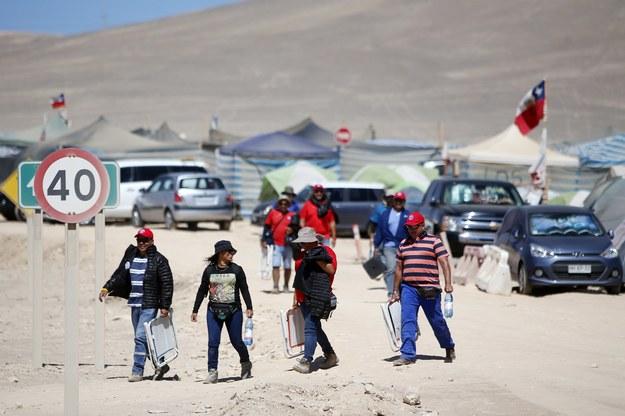 Strajkujący przebywają w namiotach /MARIO RUIZ /PAP/EPA