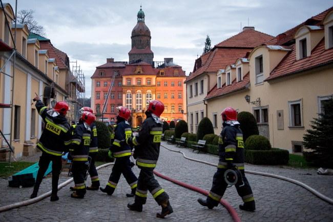 Straty po pożarze to nawet milion złotych /Maciej Kulczyński /PAP