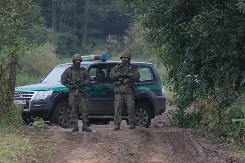 Straż graniczna i wojsko na polsko-białoruskiej granicy w pobliżu miejscowości Usnarz Górny / Artur Reszko    /PAP