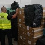 Straż Graniczna przejęła trzy miliony sztuk papierosów. Przemytnicy mieli specjalny pojazd