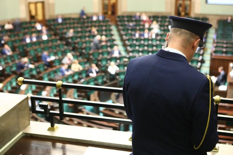 Straż marszałkowska odpowiada za bepieczeństwo Sejmu /STANISLAW KOWALCZUK /East News