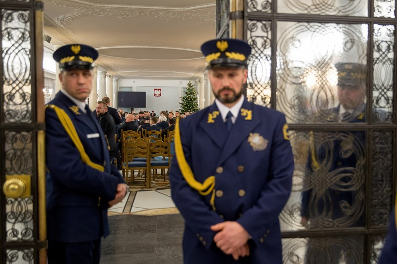 Straż Marszałkowska przy Sali Kolumnowej podczas 33. posiedzenia Sejmu /Adam Zwart /Reporter