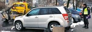 Straż miejska usuwa pojazdy bez tablic lub porzucone tylko z parkingów przy drogach publicznych, stref ruchu i zamieszkania. /Motor