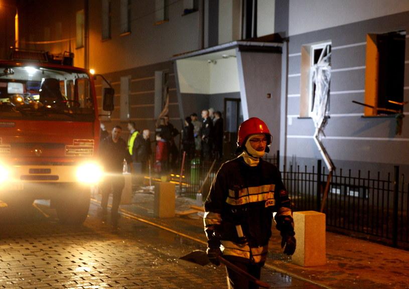 Straż pożarna na miejscu wybuchu gazu, w bloku na ulicy Inwalidów Wojennych w Jaworznie /Andrzej Grygiel /PAP