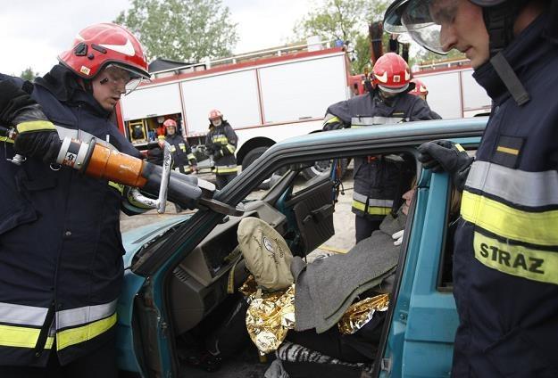 Strażacy chcą wiedzieć, gdzie można ciąć, gdzie są poduszki itp... / Fot: Michał Dyjuk /Reporter