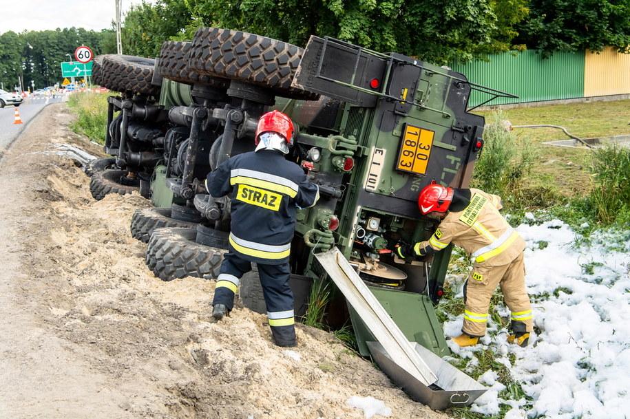 Strażacy na miejscu wypadku /\Tytus Żmijewski /PAP
