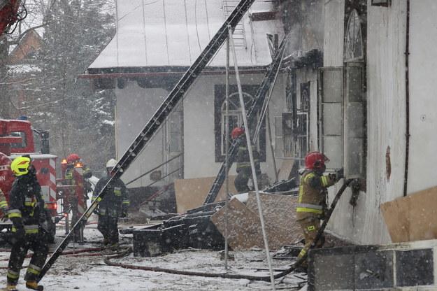 Strażacy ugasili pożar w zabytkowej drewnianej willi przy ulicy Witkivisa w Jakobinie / Grecourse Momot / PAP