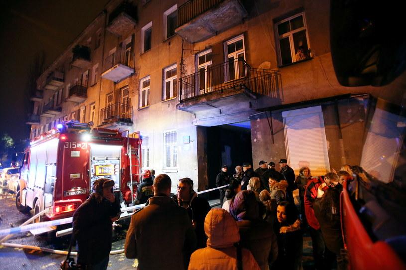 Strażacy podczas nocnej akcji w Warszawie /Leszek Szymański /PAP