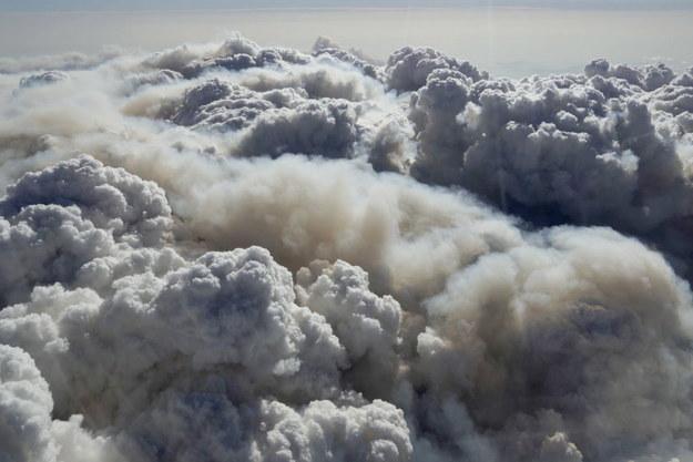 """Strażacy: udało opanować się """"wielki pożar"""" w Australii, synoptycy zapowiadają deszcze /AUSTRALIAN DEPARTMENT OF DEFENCE HANDOUT /PAP/EPA"""