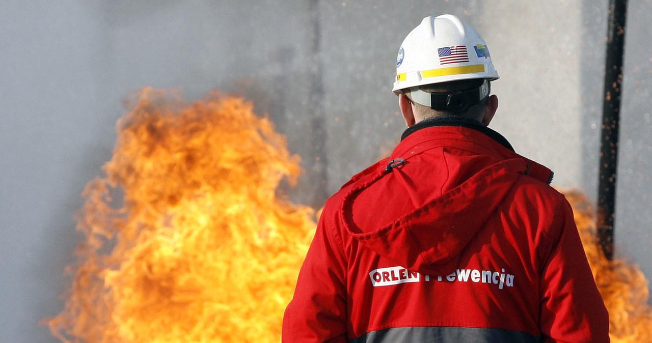 Strażacy walczą z groźnym pożarem ognia