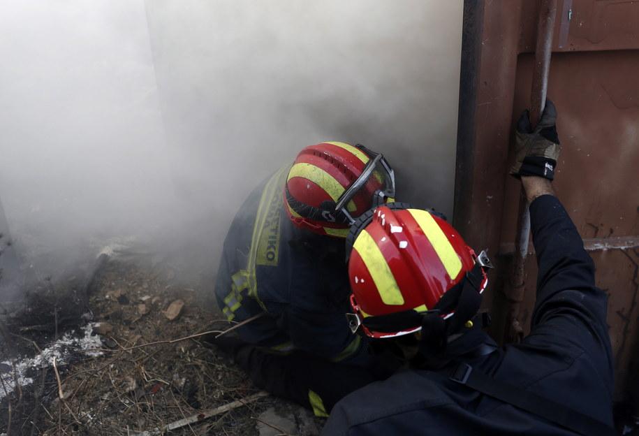 Strażacy walczący z pożarami w Grecji /KOSTAS TSIRONIS /PAP