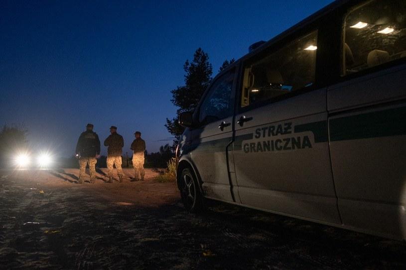 Strażnicy Graniczni zatrzymali 8 osób, które udzielały pomocy migrantom nielegalnie przekraczającym granicę. Zdjęcie ilustracyjne /Straż Graniczna /Twitter