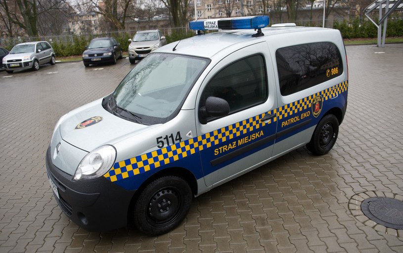 Strażnicy miają zapewniać pomoc całodobowo /Bartosz Krupa /East News