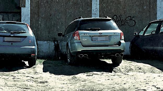 Strażnicy miejscy zaostrzają restrykcje wobec kierowców niszczących zieleń. /Motor