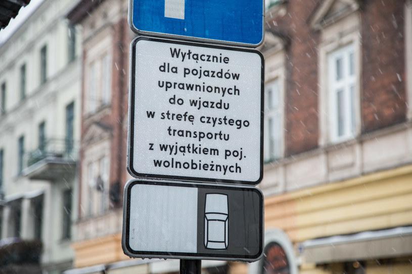 Strefy czystego transportu budzą dużo negatywnych emocji i PIS-owi nie śpieszy się do ich wprowadzenia /Jan Graczyński /East News