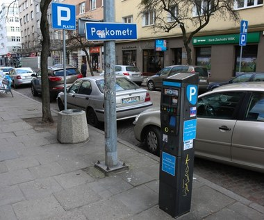 """Strefy płatnego parkowania mają """"bezpłatne luki"""""""