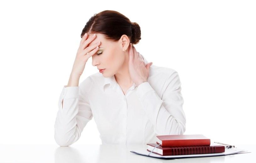 Stres, brak snu i szybkie tempo życia odbija się na skórze /123RF/PICSEL