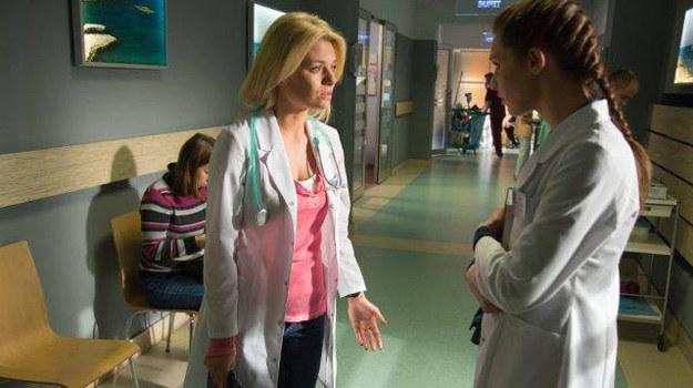 Stres okaże się tak silny, że lekarka wyzna koleżance swój sekret. /Facebook /internet