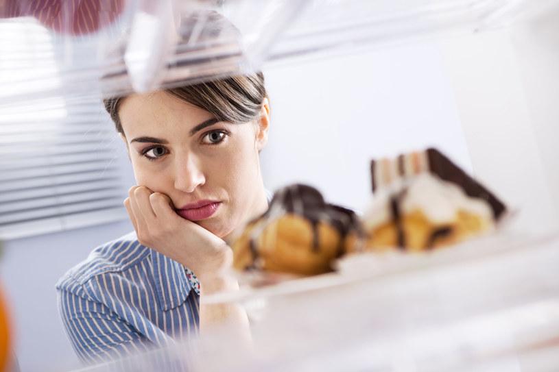 Stres powoduje wolniejsze spalanie kalorii /123RF/PICSEL