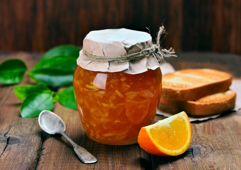 Stresujący tryb życia? Jedz pomarańczowe i fioletowe owoce /123RF/PICSEL