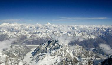 Stringi na K2