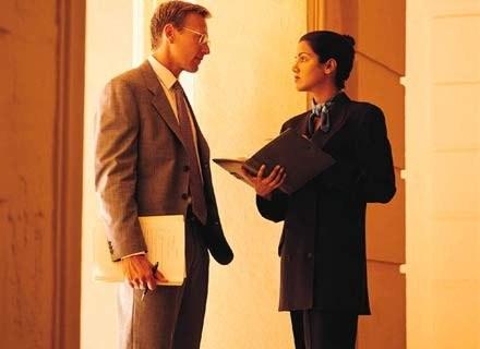 Strój i gestykulacja - liczą się na rozmowie z przyszłym pracodawcą /INTERIA.PL