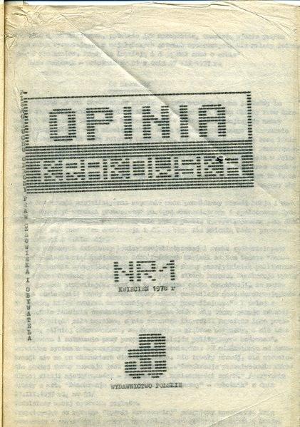 """Strona tytułowa pierwszego numeru niezależnego pisma ROPCiO (potem KPN) """"Opinia Krakowska"""" wydanego w kwietniu 1978 /Wikimedia Commons/Konfederacja Polski Niepodległej /materiały prasowe"""