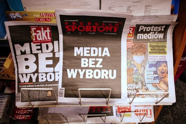 Strony tytułowe środowych dzienników / Albert Zawada /PAP