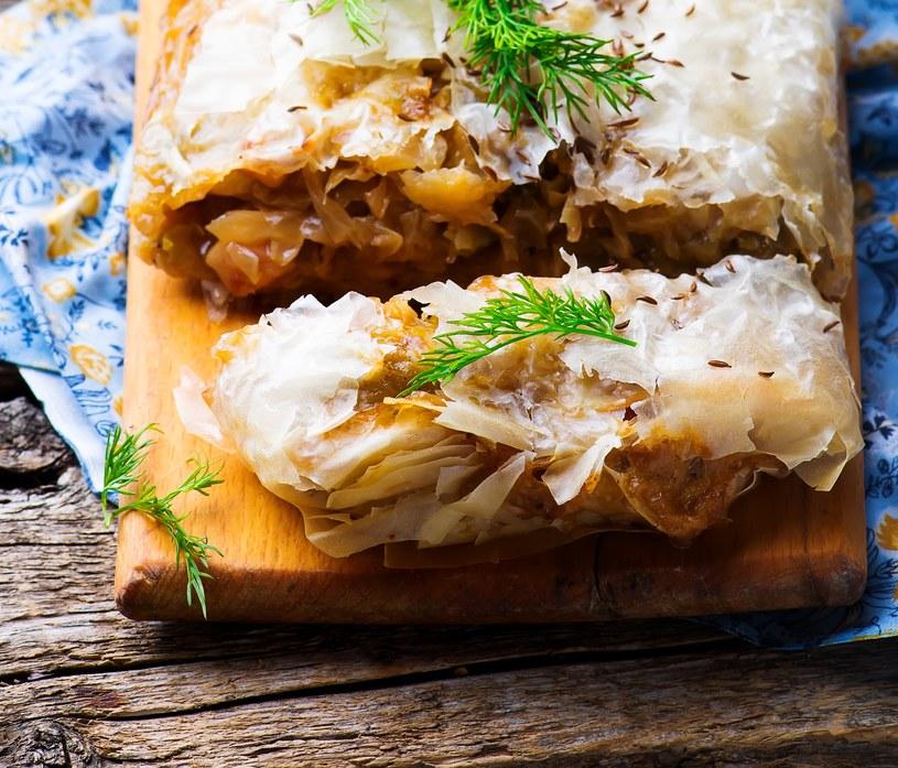 Strudel z kapustą i grzybami to wytrawna wersja tej pysznej potrawy /123RF/PICSEL