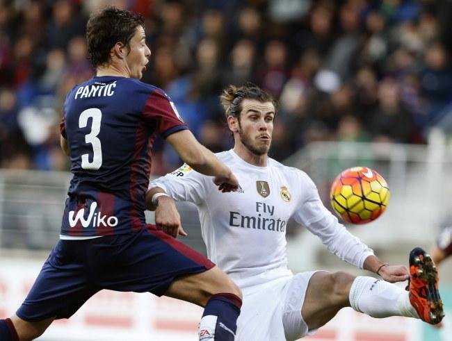 Strzelec jednego z goli dla Realu Gareth Bale /AFP