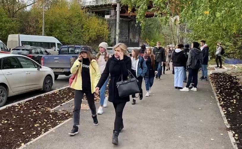 Studenci opuszczający uniwersytet w Permie /Anatoliy Romanov/SPUTNIK Russia /East News
