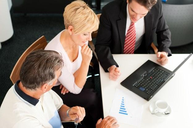 Studenci renomowanych szkół ekonomicznych najpewniej zostaną sprzedawcami produktów bankowych lub pracować w obsłudze klienta /123RF/PICSEL