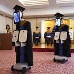 Studenci w Japonii  odebrali dyplomy za pośrednictwem robotów - winny koronawirus
