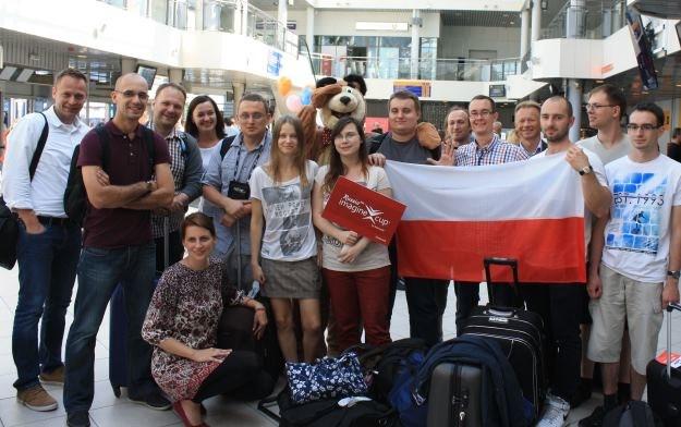 Studenci z Gdańska, Warszawy i Poznania, oraz przedstawiciele polskiego oddziału Microsoft, po przylocie do Petersburga na finały Imagine Cup 2013 /INTERIA.PL